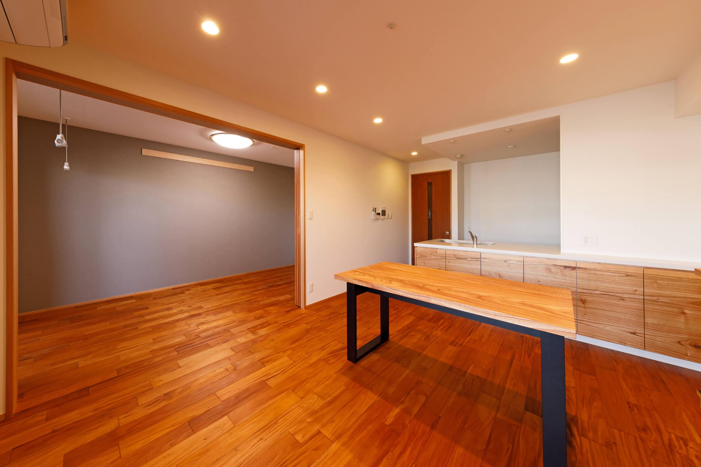 センダンのキッチンと家具/照栄建設株式会社ドゥープ事業部